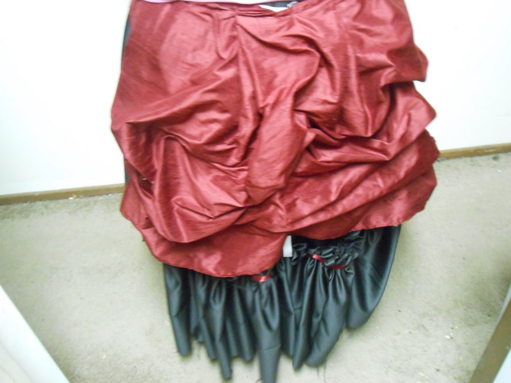 skirt_and_bustle